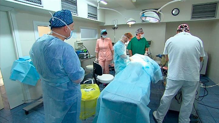 """Вместо груди пластический хирург увеличил женщине """"пятую точку"""""""