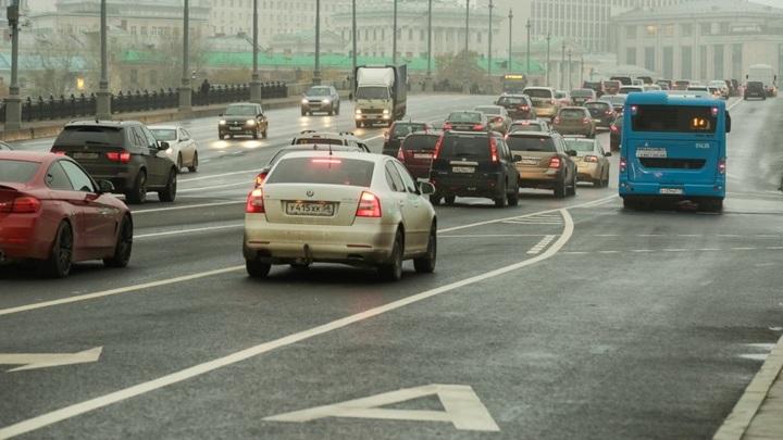 Водителям могут разрешить ездить ночью по автобусной полосе