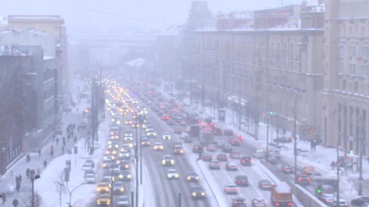 В Москве пробки достигли 10 баллов и задерживаются авиарейсы
