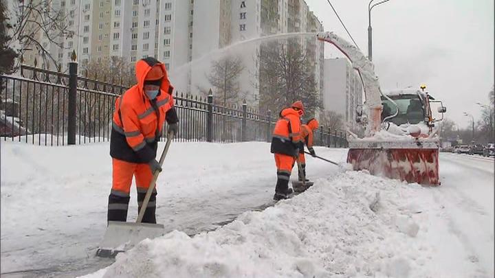 Высота сугробов в Москве достигла местами 74сантиметров