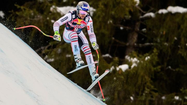 Французский горнолыжник чудом избежал травм при падении
