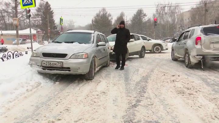 День жестянщика: февральские морозы устроили ледовое побоище на дорогах