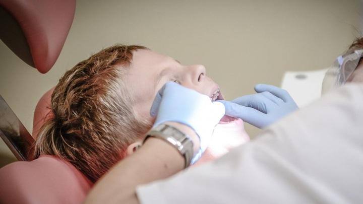 В Крыму в пищевод ребенка попала игла во время лечения зуба