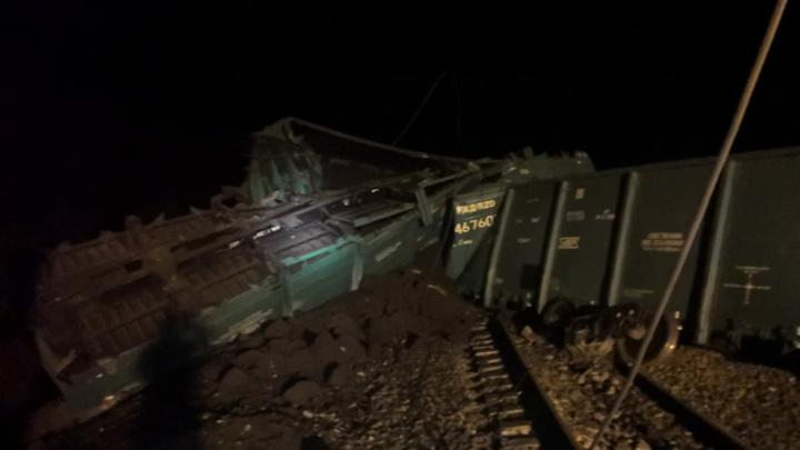 Ремонтные бригады частично восстановили движение в Приамурье на месте схода 14 вагонов