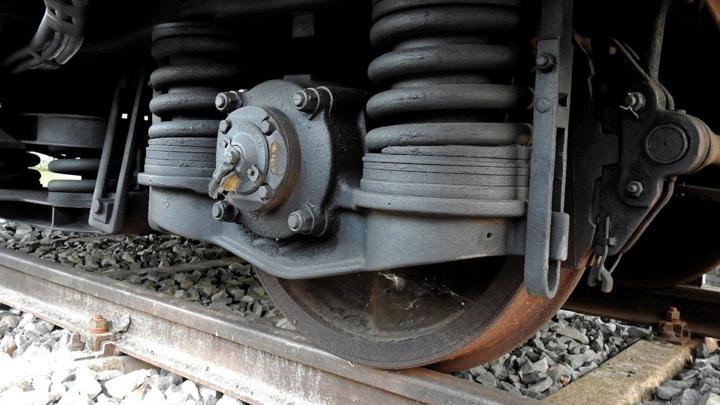 Мужчина погиб под поездом на востоке Москвы