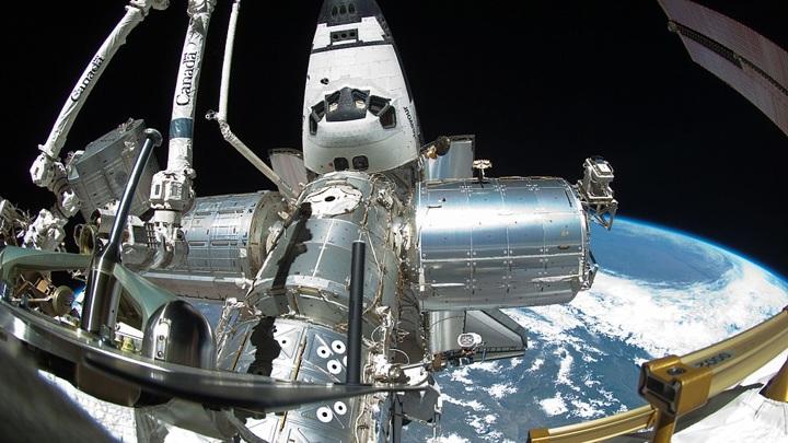 Россияне получили поздравления из космоса