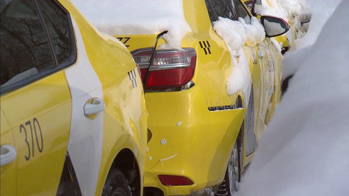 Температура падает, цены растут: поездки на такси подорожали в три раза