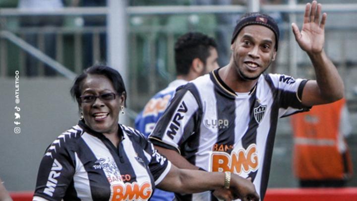 Мама чемпиона мира Роналдиньо умерла от коронавируса