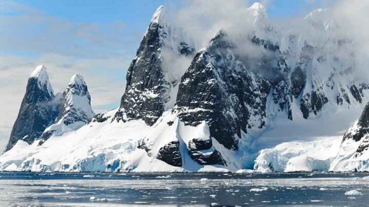 От Антарктиды откололся айсберг размером почти с Питер
