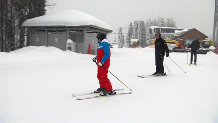 Лыжи и снегоходы: катаясь с Лукашенко, Путин помахал отдыхающим