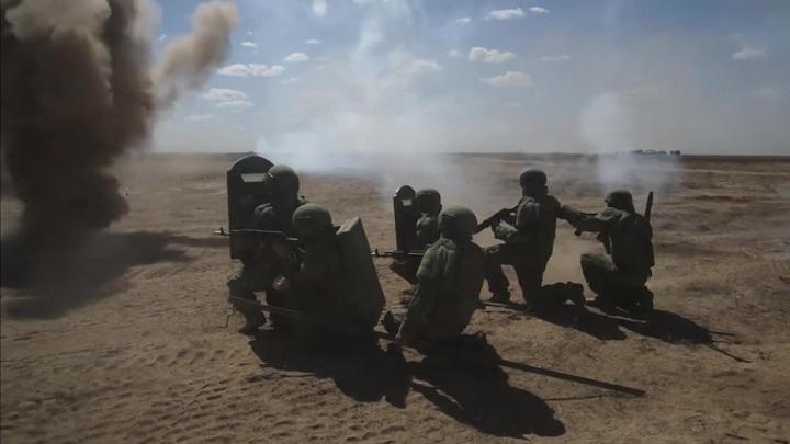 """Большинство россиян считает армию """"школой жизни"""""""