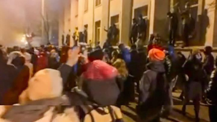 Неонацисты собрались на митинг у офиса Зеленского в Киеве