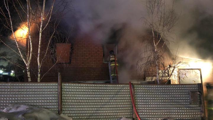 В загоревшемся частном доме в Миассе погибла девочка