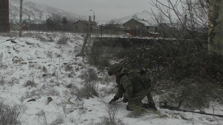 """Робот """"Уран-6"""" помогает миротворцам разминировать Нагорный Карабах"""