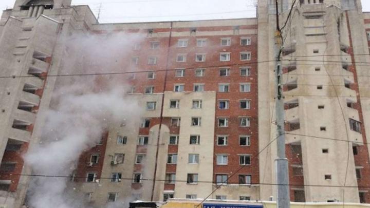 Специалисты проведут обследование многоэтажного дома, поврежденного взрывом