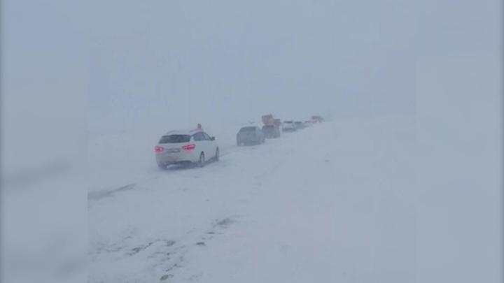 """На трассе """"Орск-Челябинск"""" образовалось два затора из автомобилей"""