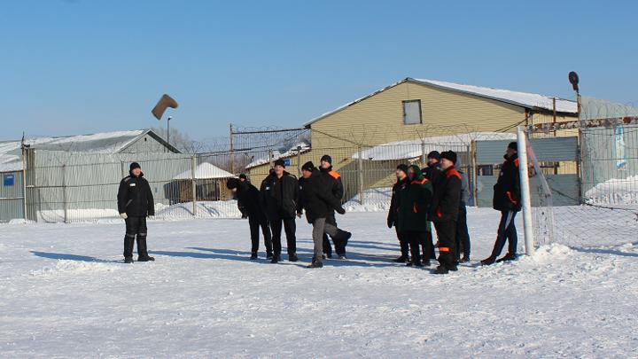 В новосибирской колонии прошел турнир по метанию валенка