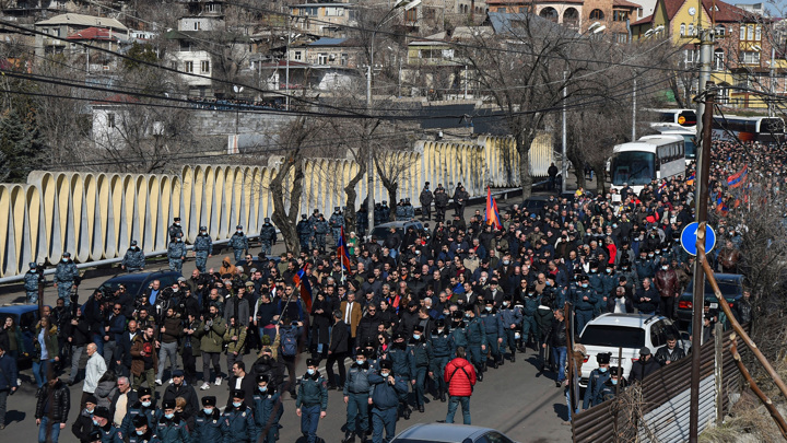 В Ереване завершились акции сторонников и противников Пашиняна