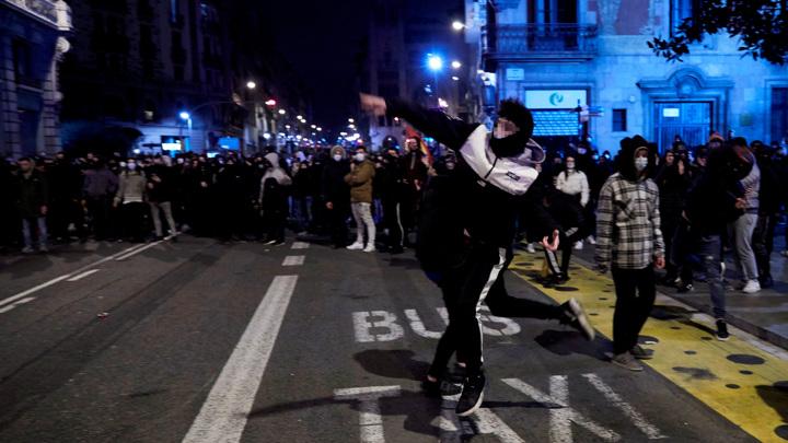 В Барселоне во время беспорядков задержали десять человек