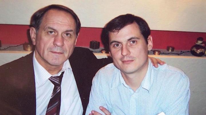 "Кадр из программы ""Судьба человека"". Сын Валерия Афанасьева хотел отказаться от фамилии отца"