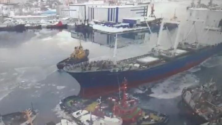 Столкновение судов в камчатском порту попало на видео