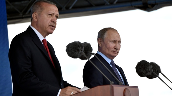 "Путин и Эрдоган обсудили поставки ""Спутника V"""