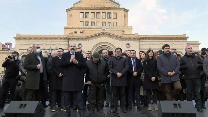 Россия призывает руководство Армении разрешить ситуацию в стране мирным путём