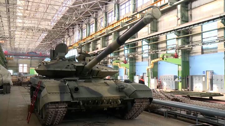 """Российским военным отправляют танки """"Прорыв"""". Видео"""