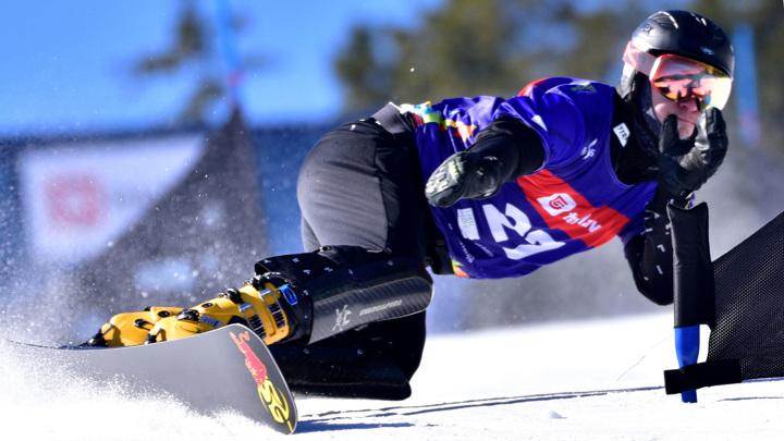 Российский сноубордист Логинов завоевал золото на соревнованиях в Словении