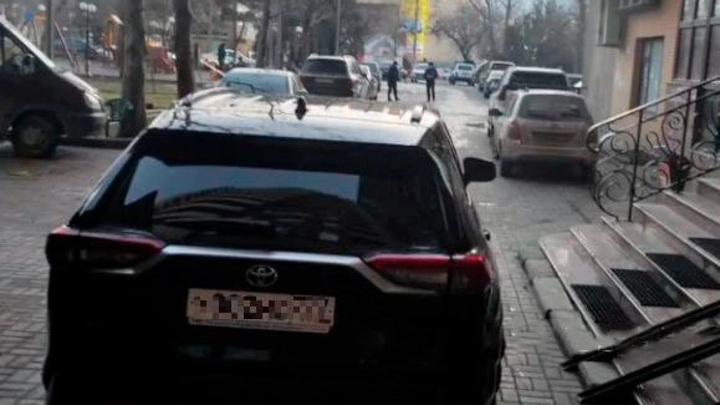 Жительница Дагестана при парковке сбила насмерть двухлетнего сына