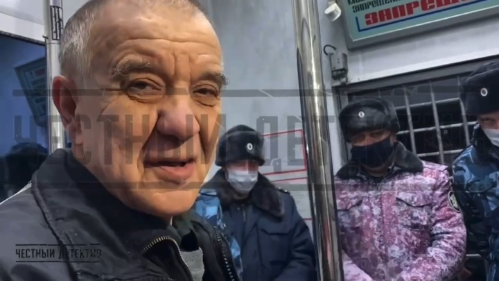 Вышедшего на свободу скопинского маньяка сняли на видео