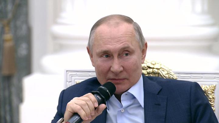 """""""Раздавить не жалко"""": Путин порассуждал об """"уродах"""" и """"букашках"""""""
