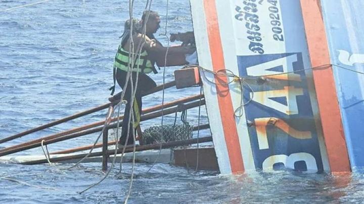 Военный моряк спас с горящего судна четырех котят