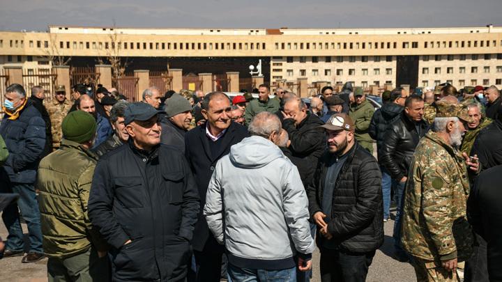 Протесты в Ереване: меры безопасности повысили до предела