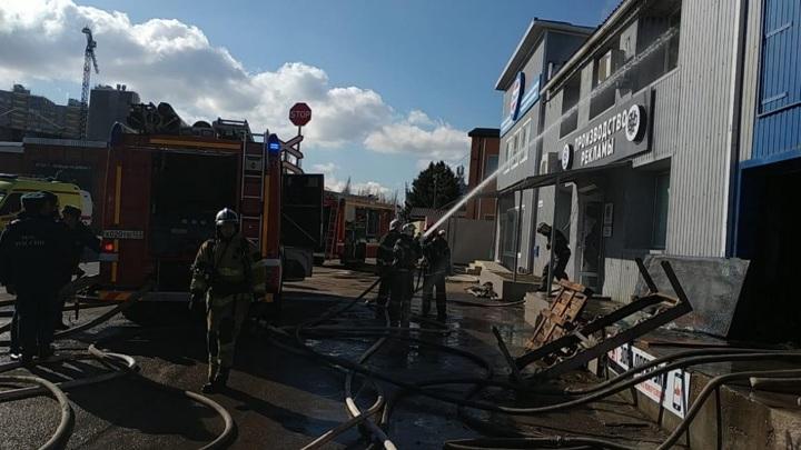 В Краснодаре вспыхнули складские помещения