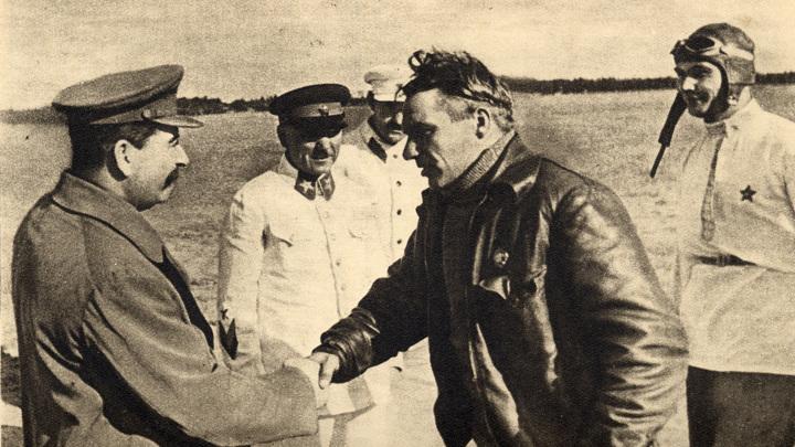 Сталин, Ворошилов, Каганович, Чкалов и Беляков.