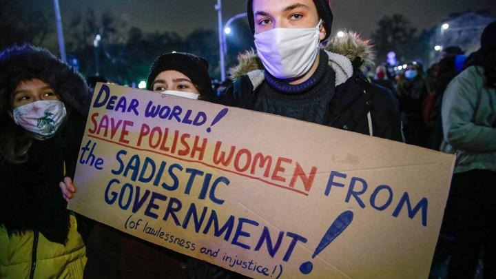 Противники запрета абортов устроили демонстрацию в Варшаве