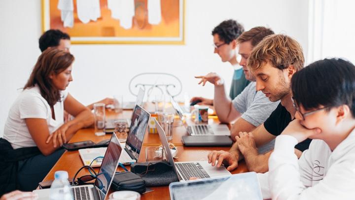 В России почти сравнялось число топ-менеджеров мужчин и женщин