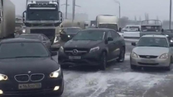 Из-за урагана жители Новороссийска вынуждены остаться дома