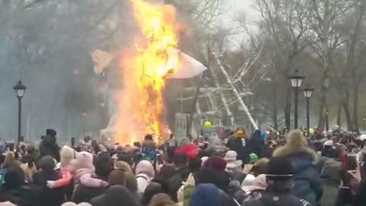Свердловчане сожгли на Масленицу самое большое чучело в регионе