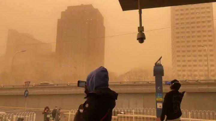 Жертвами песчаной бури в Монголии стали шесть человек