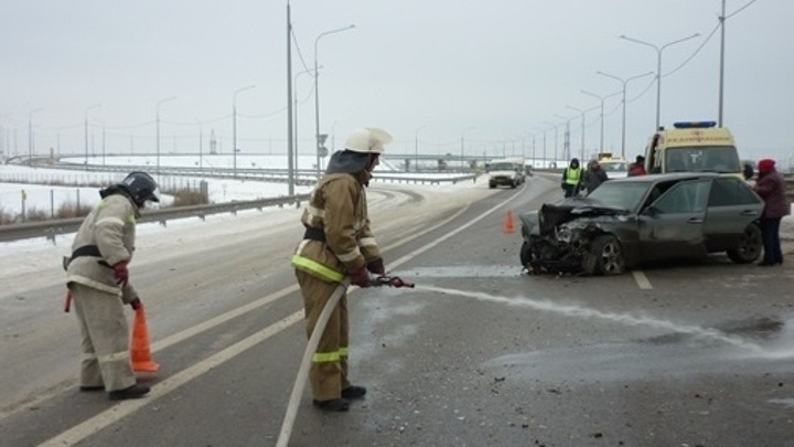 В Воронеже на трассе М4 в столкновении двух легковушек пострадала женщина