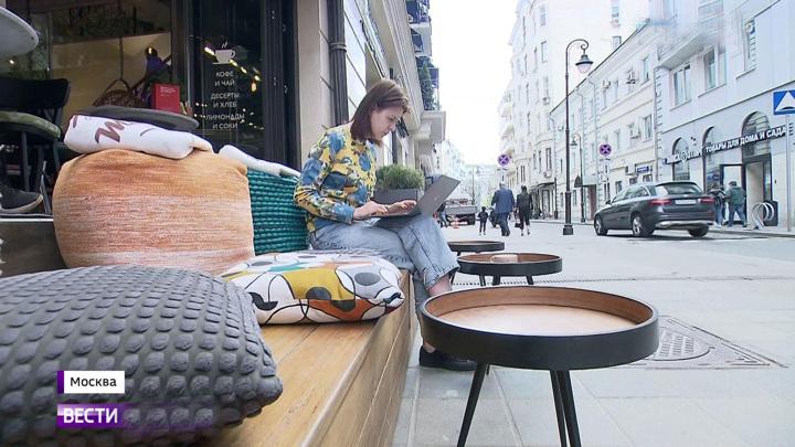 Вместо парковок в Москве планируют летние кафе, веранды