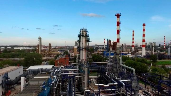 Кремль: цены на топливо в РФ под контролем правительства