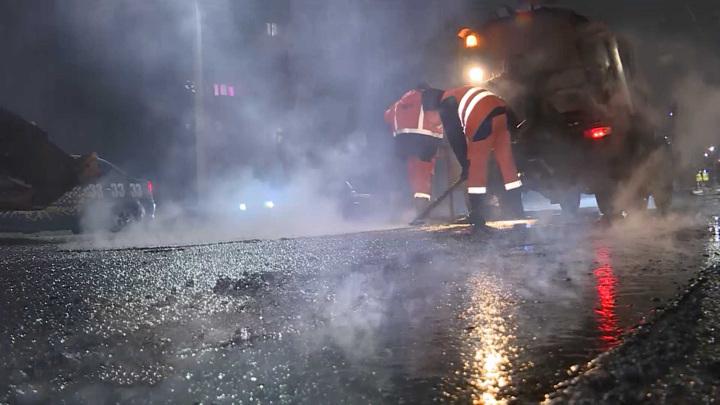 Дорожники начали латать улицы Костромы по ночам