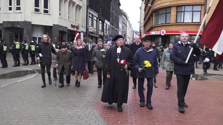По улицам Риги вновь прошли маршем поклонники нацистов