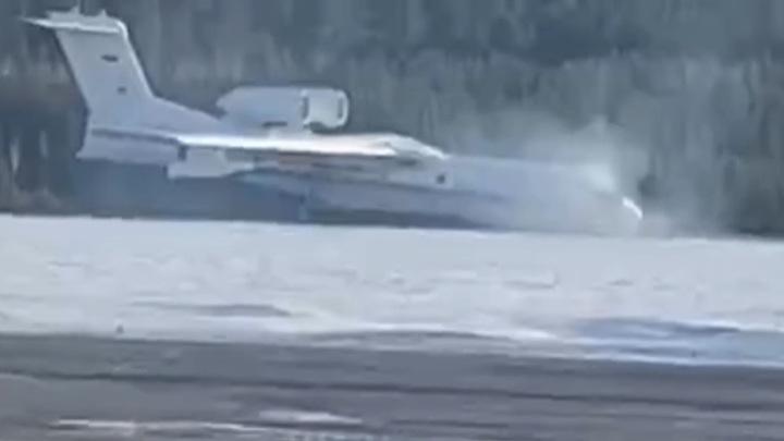У самолета Бе-200 подломилась стойка шасси при взлете в Красноярске