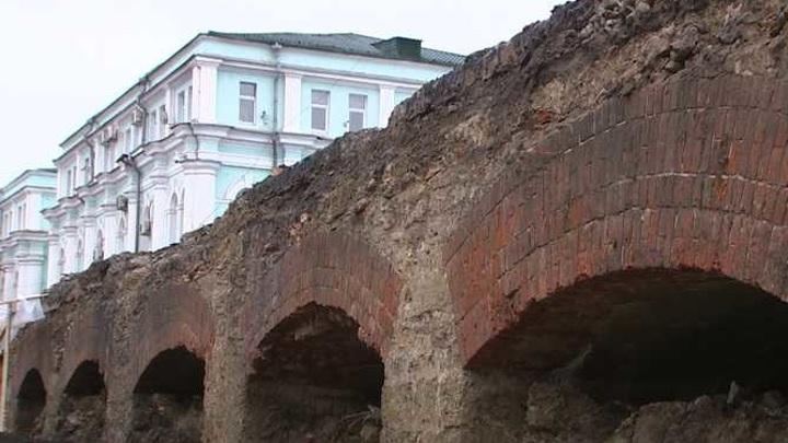 Найденные при реконструкции Красного моста плиты передадут Орловской епархии