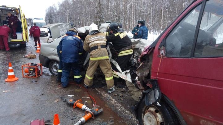 Три человека погибли в аварии под Череповцом