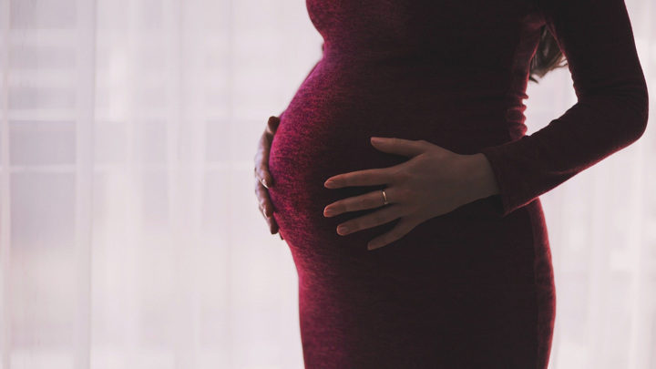 Такие факторы, как употребление алкоголя, могут оставить след на генетическом материале матери.